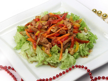 Салат из курицы с имбирной заправкой